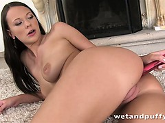 laura-uses-a-pussy-pump