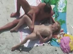 amateurs-get-caught-by-the-beach