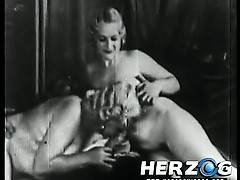 natural-blonde-girls-blowing-a-guy-in-retro-porn