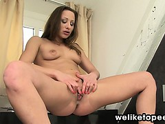 hally-enjoys-bathroom-piss-play