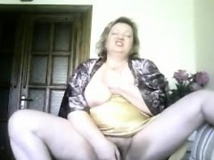 granny-housewife-sonja-dildoing-at-home