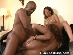 black-girls-with-ghetto-booties-pounded-in-threesome