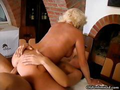 Horny mature mom gets fucked part2