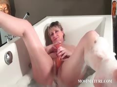 nasty-mature-masturbates-in-bathtub